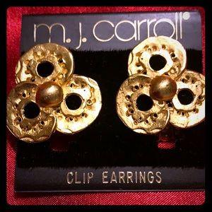 Vintage gold tone clip earrings